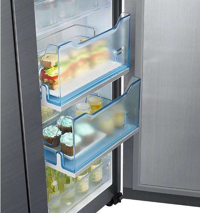 Detail na spodní část chladničky