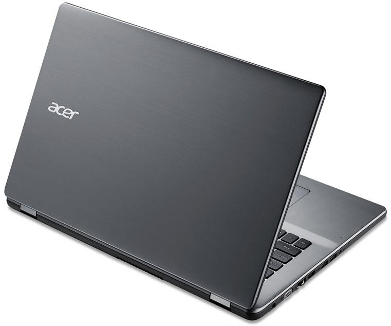 Plná klávesnice a přesný touchpad
