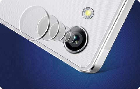 Technologicky vyspělý objektiv (fotografie je ilustrační a barvené zpracování telefonu nemusí odpovídat právě prohlíženému modelu).